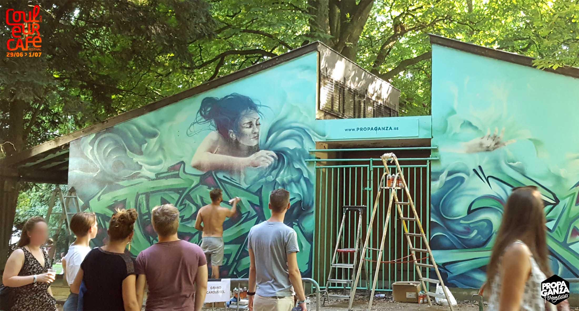 https://www.propaganza.be/wp-content/uploads/2019/04/propaganza-begium-bruxelles-couleur-cafe-artist-graffiti-street-art-spray-live-painting-trevor-orkez-iota-roubens-2018-4-1.jpg